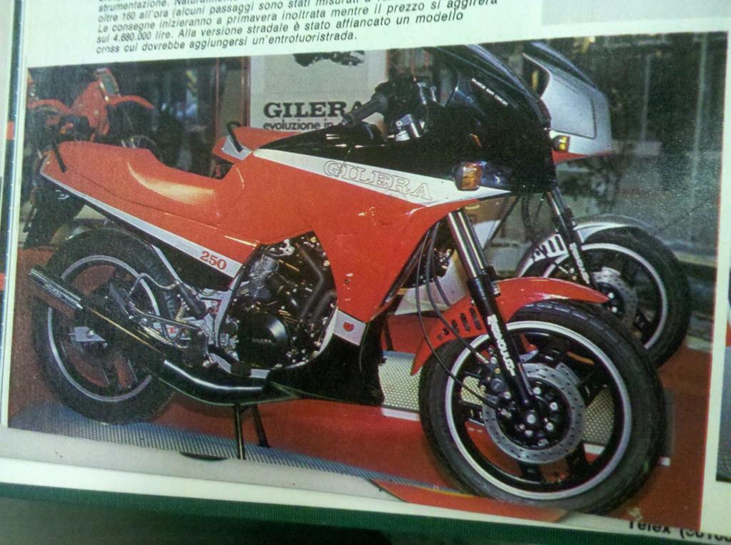 La RV 250 NGR esposta al Salone di Milano. Quella che ha fatto impazzire Bertolucci con i sette strati di vernice.