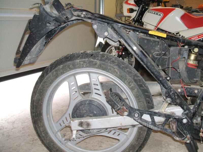 Alcune fasi del restauro della moto di Daniele