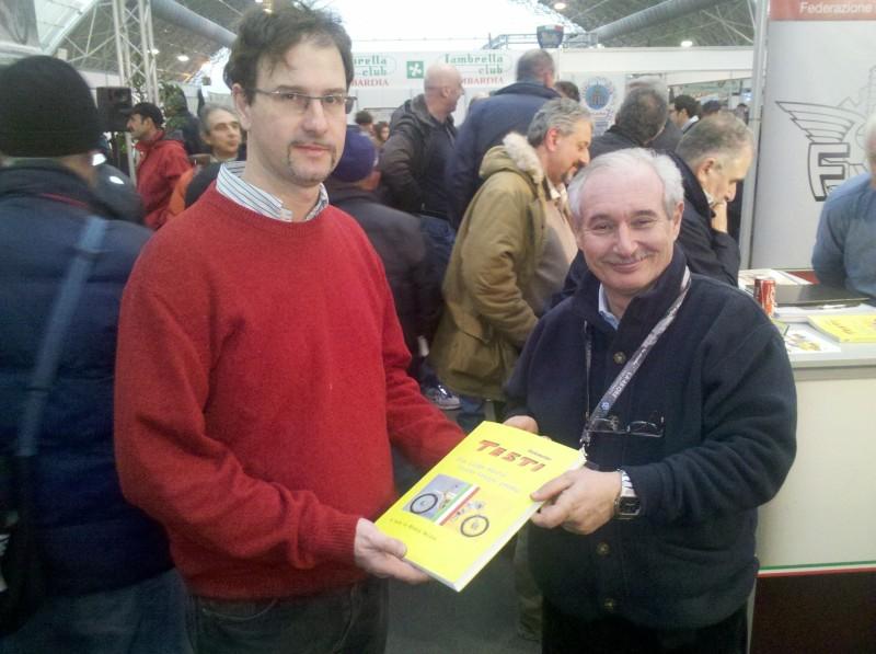 Il nostro Stefano riceve da Massimo Porta il libro.