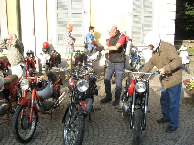 Motociclisti nell'anima: è Massimo Lucchini Gilera, che si è presentato alla manifetazione su una fiammante Saturno Sport