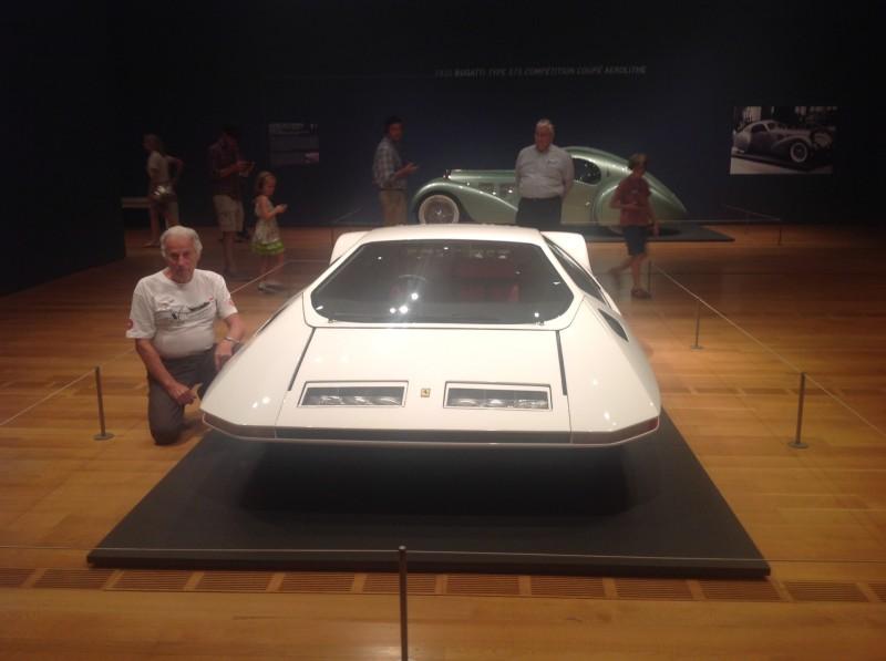 Paolo Martin posa accanto alla sua Ferrari Modulo ad Atlanta